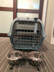 Small Dogit Voyageur Dog Kennel and Dishes