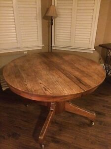 Mid 1900's Oak Table !!