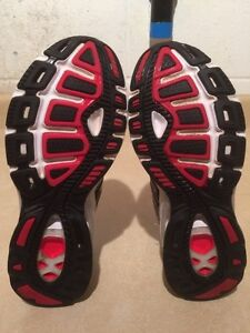 Women's Adidas Boost Running Shoes Size 6 London Ontario image 6