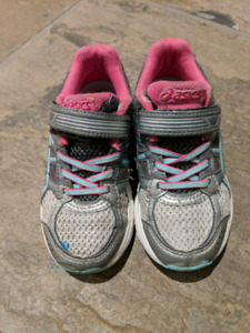 Toddler grils asics running shoes. Size K10
