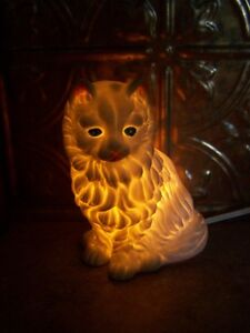 A Charming Vintage Ceramic Figurine Kitty Cat Lamp Oh My !