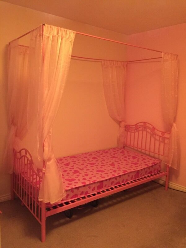 Pink Single 4 Poster Bed Buy Sale And Trade Ads Great
