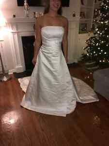 Gorgeous Hand Beeded Crystal Wedding Gown with Cathedral Train West Island Greater Montréal image 2