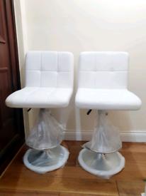 2 x Brandnew Breakfast kitchen bar stools- White