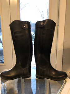 Ladies Burberry Equestrian Rain Boots. Size 8. New condition.