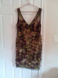 Size 16 summer dress .....like new.....olives and browns