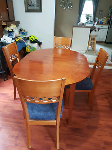 Hard wood table and 4.chairs great shape