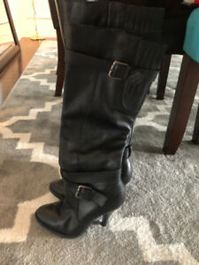 LIKE NEW SIZE 8 BLACK LEATHER BOOTS