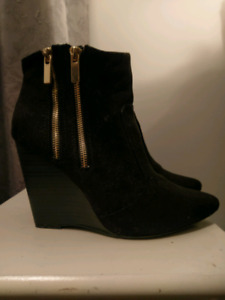Size 9 Black heels - talons noirs taille 9