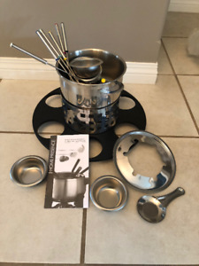 BRAND NEW Fondue Pot and all Accessories