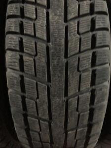 2 pneus d'hiver usagé 215/65r16 yokohama iceguard IG51V (06)