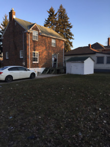 10 minute walk to Queen's University. 4 Bedroom house  for rent