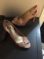 Black and beige guess heels 8 1/2