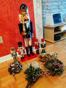 Xmas Wooden Soldiers 3ft Tall Set Plus More!