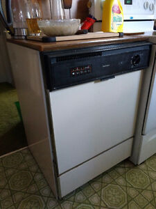 Independent Dishwasher Works Well Easy Move