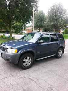 Ford Escape XLT 4x4 LOADED