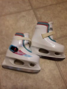LIL' Angel Skates Size 8/9