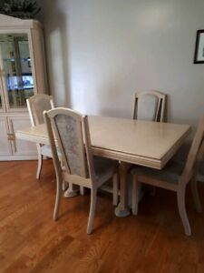 Arcese Brothers Off White Dining Room Table with Matching Hutch