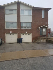 4 BED FURNISHED HOME MARKHAM AND SHEPPARDLocated on Sunburst Sq
