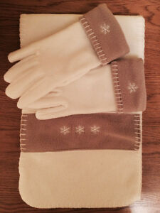 Combo White Scraf & Gloves - Super soft and warm!!