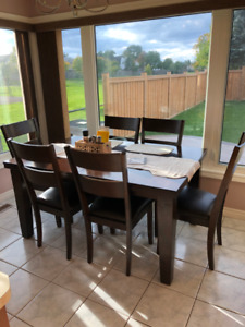 Dining Table + 6 Chairs in Great Condition!!