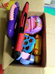 Lot de jouets bébé jeunes enfants à donner
