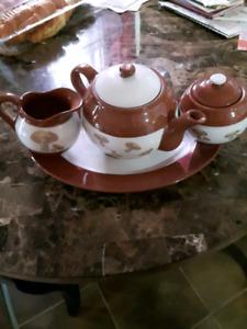 4pc. Ceramic teapot set BRAND NEW