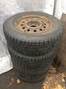 4 Winter tire BF Goodrich Winter Slalom 215/70R16 Pour Uplander