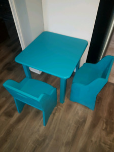 Child table and 2 chairs