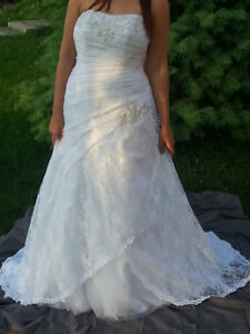 David's Bridal Strapless Lace Wedding gown 9YP3344 Size 16