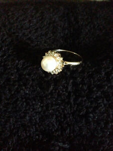 DIAMOND AND PEARL PENDANT WITH MATCHING RING