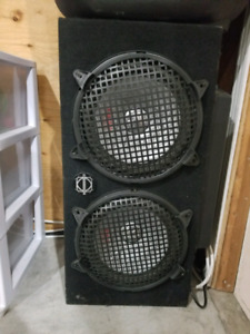 "2 10"" subwoofers in non ported box.  1400 watt Sony Explode Amp"