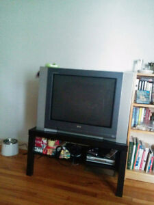 """Older """"32"""" TV in EXCELLENT condition"""
