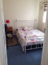 Large dbl room - close to lakeside/ grays & Thurrock