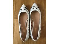 Jones white patent leather pumps size 6 (unworn) SOLD