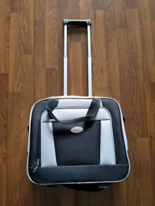 Brand New Bella Russo rolling travel bag (carry on)