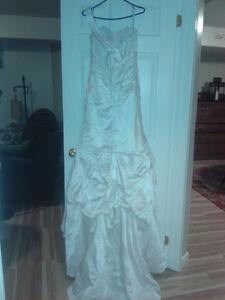 Beautiful wedding dress - used once - Fits size 6-8 Kitchener / Waterloo Kitchener Area image 5