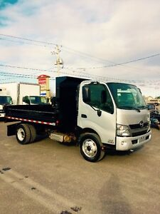 hino 195 2012 benne dompeuse