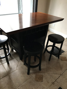 kitchen/breakfast nook table with stools