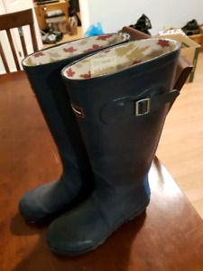 Size 7 women's blue Canadiana boots