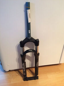 Suspension RockShox pour vélo de montagne 26 pouces ***NEUF ***