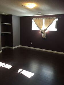 1 Bdrm LEGAL Bsmnt Suite in a house in Millwoods -Internet/Cable Edmonton Edmonton Area image 2