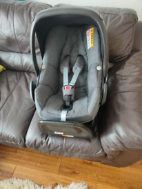 Maxi Cosi Pebble Plus Baby Car Seat (group 0) with Maxi Cosi 2 Way Fix