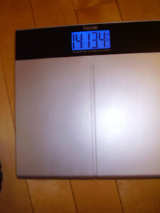 """TAYLOR Electronic Scale with Accu-Glo Backlight - Only .5"""" Thick Kitchener / Waterloo Kitchener Area image 8"""