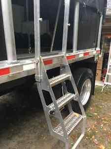 Flatbed ladder