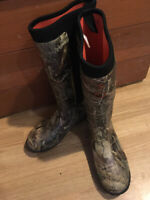 Women's BassPro Hunting boots size 9