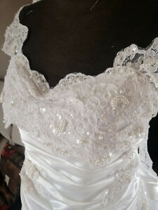 Size 24/26 ... NEW Plus Size Wedding Dress with Rooshing
