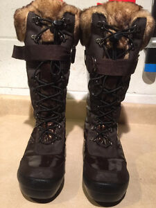 Women's Cougar Warm Winter Boots Size 8M London Ontario image 4