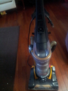 Eureka bagless vacum ex condition