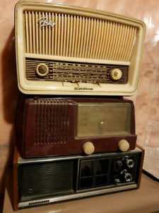 Vintage Bakelite Radios Billy Radio and more